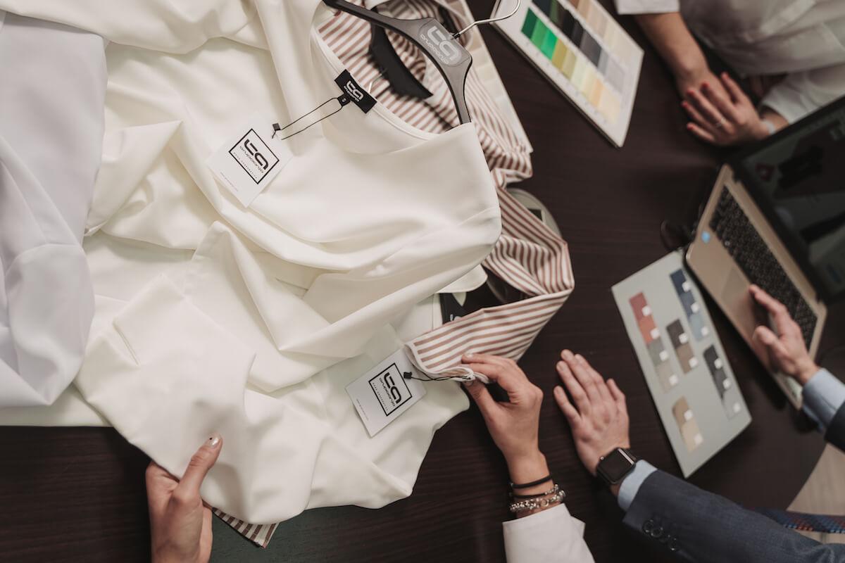 tejidos en uniformes de trabajo