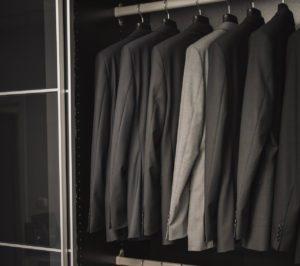 Uniformes de diseño para el personal de sala y recepción