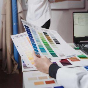 uniforme de trabajo y representación visual