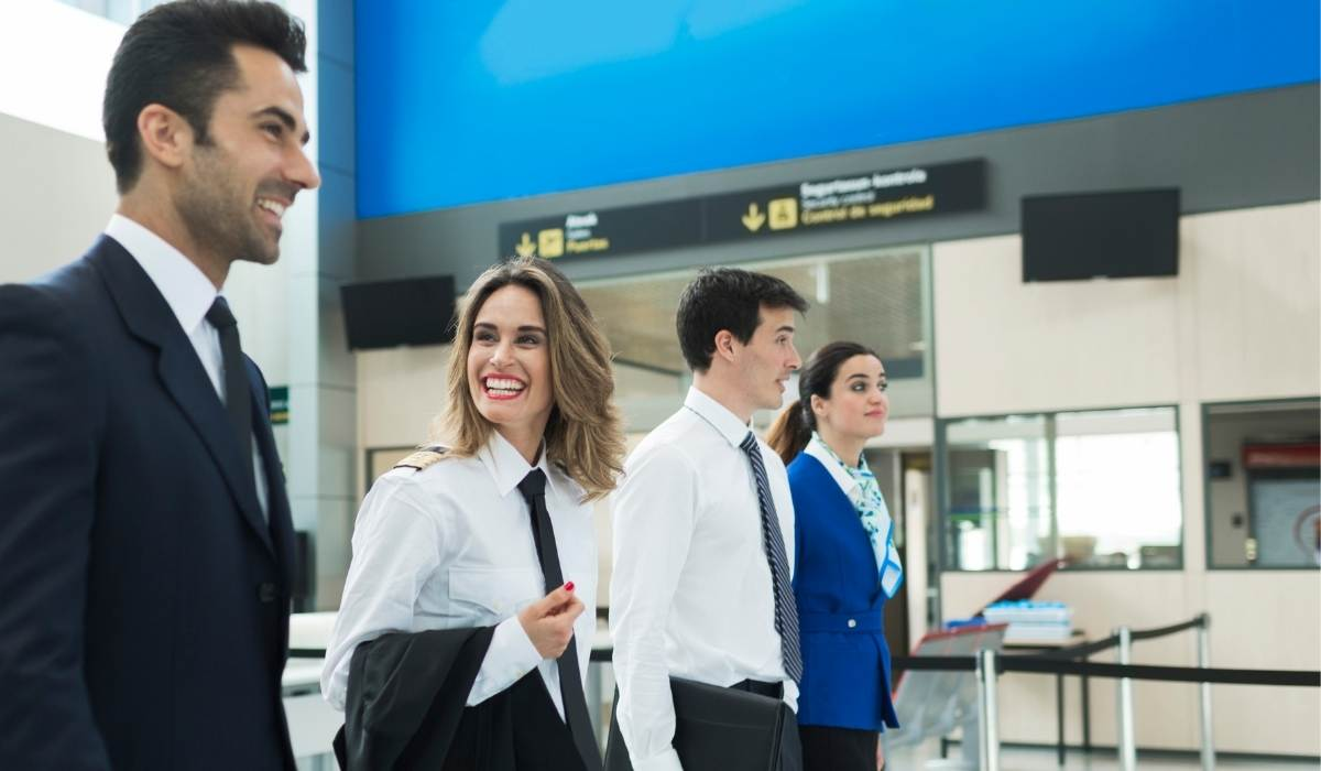 evolución del uniforme laboral de las compañías aéreas